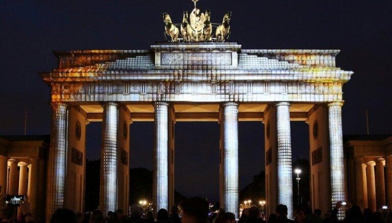 """Страны Балтии назвали падение Берлинской стены """"крахом империи зла"""""""