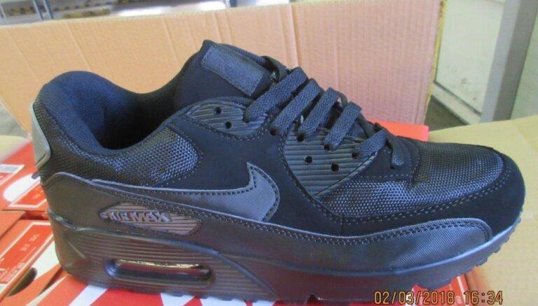 VID Muitas pārvalde aiztur 17 472 pārus viltotu 'Nike' apavu