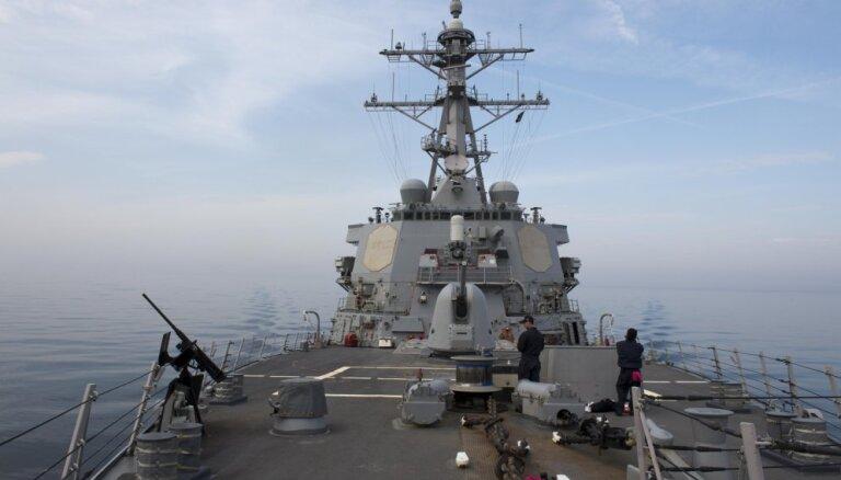 Приближение эсминца США к спорному острову рассердило Пекин