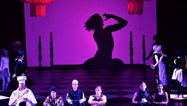 Daugavpils teātris ar izrādi 'Kailais karalis' viesosies Rīgā