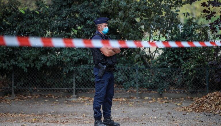Parīzē uzbrukumā ar nazi pie 'Charlie Hebdo' agrākā biroja ievainoti četri cilvēki