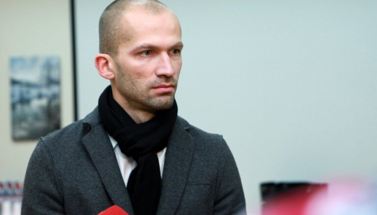 Zolitūdes traģēdijā apsūdzētais arhitekts Kalinka turpina krāšņu dzīvesveidu, saņemot minimālo algu