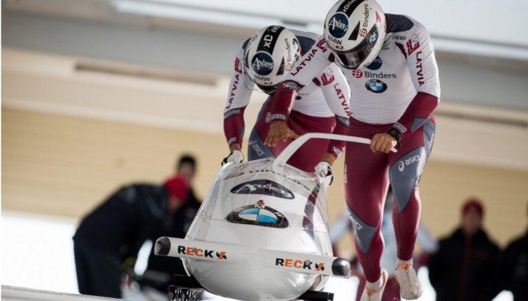 Latvijas bobsleja ekipāžas paliek uzreiz aiz pjedestāla Eiropas čempionātā