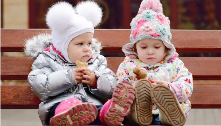 Sveiks, aukstum: septiņi iemesli, kāpēc ar bērnu jāiet pastaigās jebkuros laika apstākļos