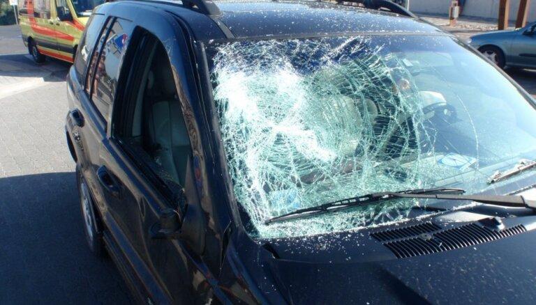 Divu auto avārijā uz Liepājas šosejas iet bojā vīrietis