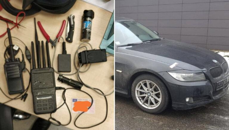 Foto: Policija Rīgā aizturējusi garnadžus, kas zaga BMW un dzina tos uz Lietuvu