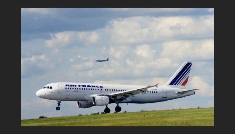 Самолет Air France совершил вынужденную посадку из-за подозрительного предмета