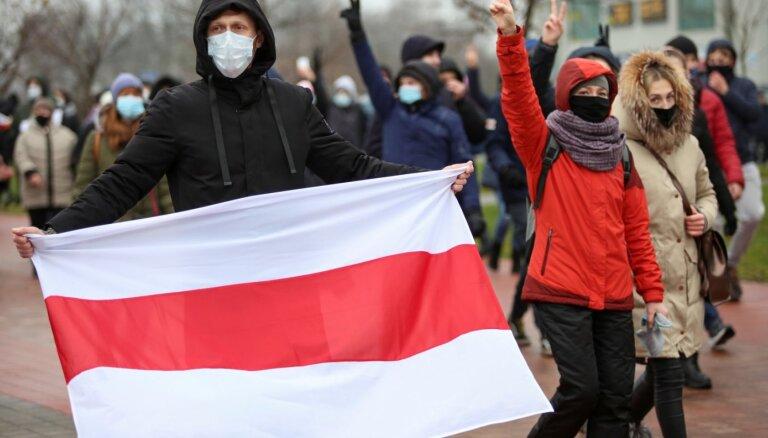 """""""Марш против фашизма"""" в Беларуси: силовики применили спецсредства, более 200 задержанных"""