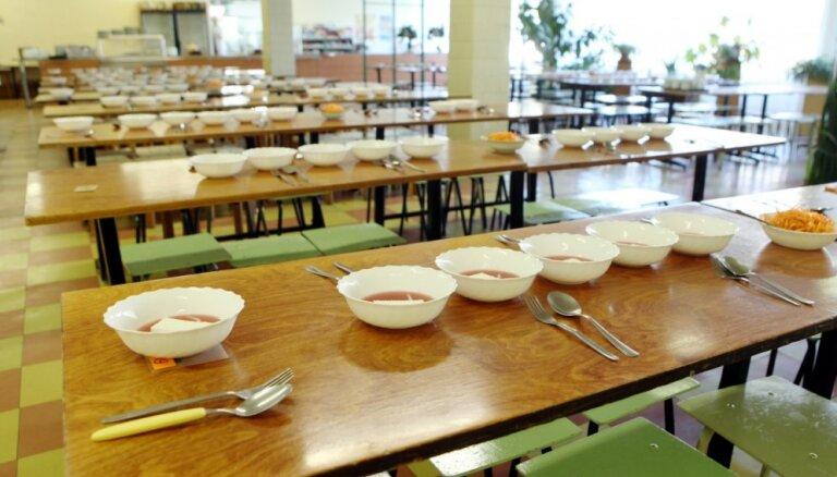 Jaunajā mācību gadā brīvpusdienas Rīgas skolās būs arī vidusskolēniem
