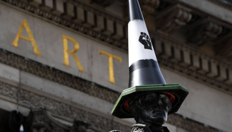 Борис Джонсон назвал абсурдным и позорным снос исторических памятников в Великобритании