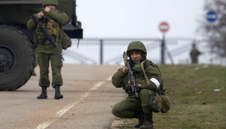 Krievija tika brīdināta par sekām, ja iebruks Ukrainā, uzsver Lielbritānijas izlūkdienesta vadītājs