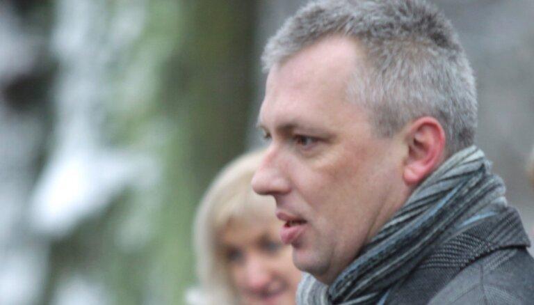 Seši Talsu novada koalīcijas deputāti vēlas gāzt domes priekšsēdētāju Karolu