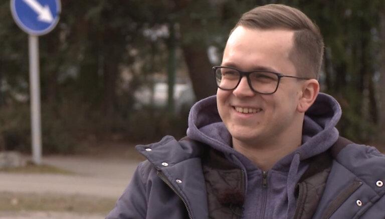 'Ātruma cilts' video: motoru vadības bloku uzstādīšanas meistars Jānis Kravalis