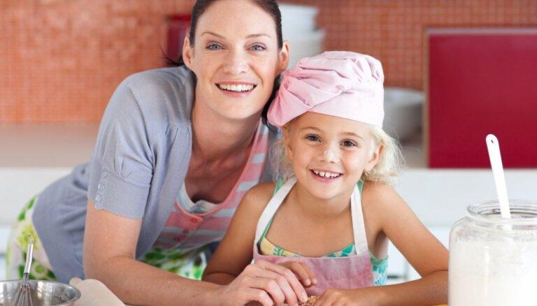 Kā ir būt mātei jeb Astoņas lietas, par ko tevi iepriekš nebrīdināja