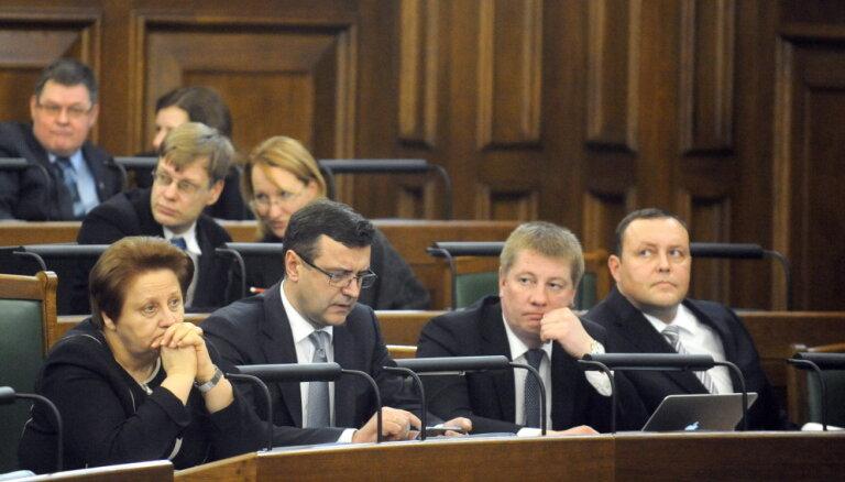 Pēc vairāk nekā deviņas stundas ilgušām debatēm Saeima atbalsta nākamā gada budžetu (teksta tiešraides arhīvs)
