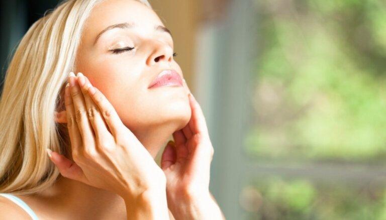 Pieci ādas kopšanas produkti, kuriem jābūt katras sievietes arsenālā