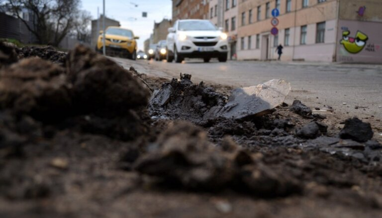 Piešķirs 250 tūkstošus eiro konsultācijām un vizualizācijām Rīgas transporta programmā