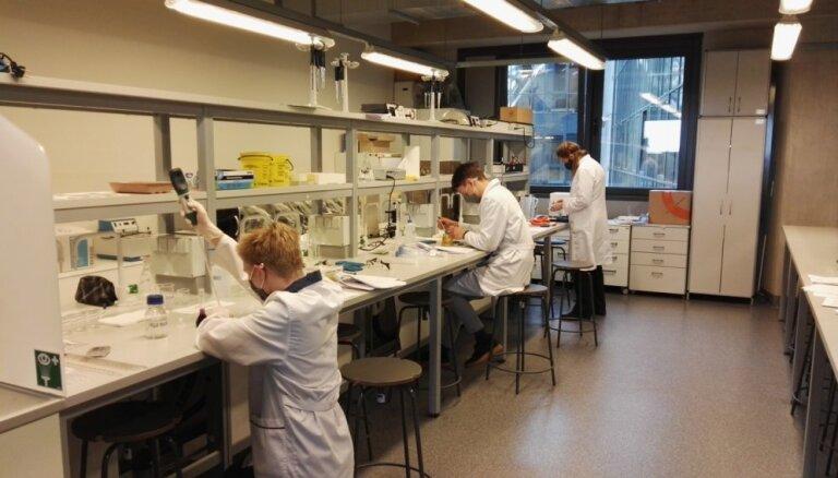 Latvijas skolēnu komandas izcīna sudrabu Eiropas Eksperimentālo zinātņu olimpiādē