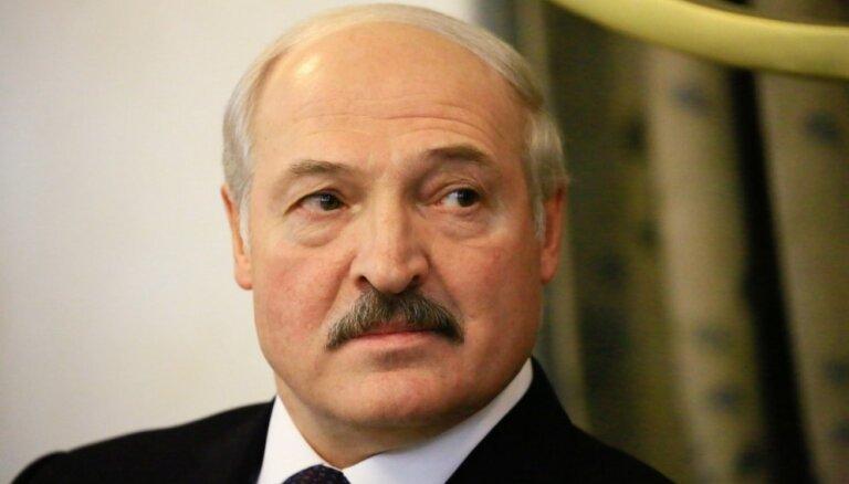 Лукашенко: не надо ставить небольшие государства на колени