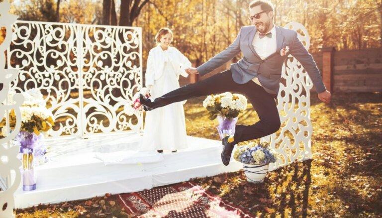 Kāzu fotogrāfi atklāj pazīmes, kas var liecināt par nolemtām attiecībām