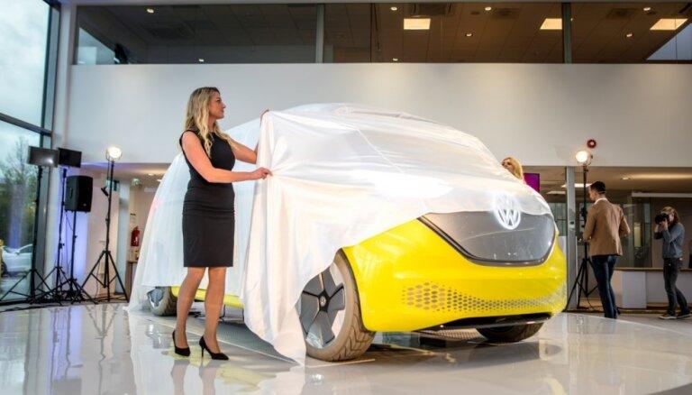 Foto: Tallinā ar 'ID. Buzz' prototipa prezentāciju atklāj modernāko VW dīlercentru Baltijā