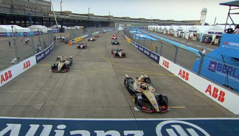 'Formula E' čempionātā noskaidroti braucēju un komandu čempioni