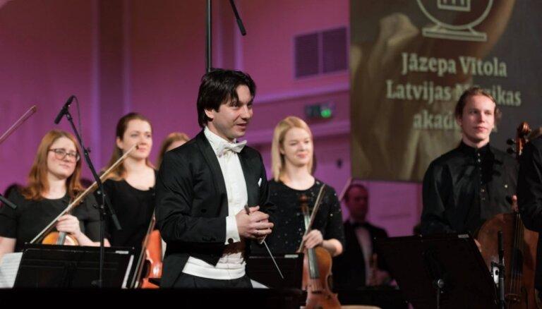 JVLMA simfoniskā orķestra sezonas noslēguma koncerti skanēs Aucē un Rīgā