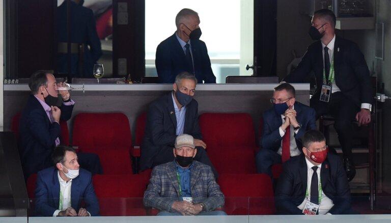 ФОТО, ВИДЕО: За матчем Латвия — Канада из VIP-лож наблюдали Ринкевич и латвийские функционеры хоккея