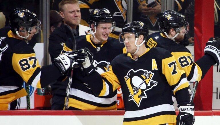 Bļugers un 'Penguins' uzvar; Girgensonam neveiksmīgs sniegums pret 'Blue Jackets'