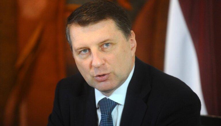 Вейонис провозгласил закон о переходе школ на латышский язык