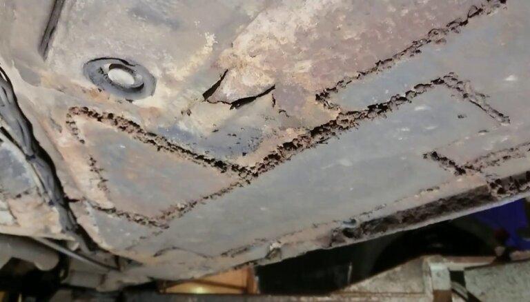 Video: Autoserviss Rīgā parāda auto grīdas metinājumu 'mājas apstākļos'