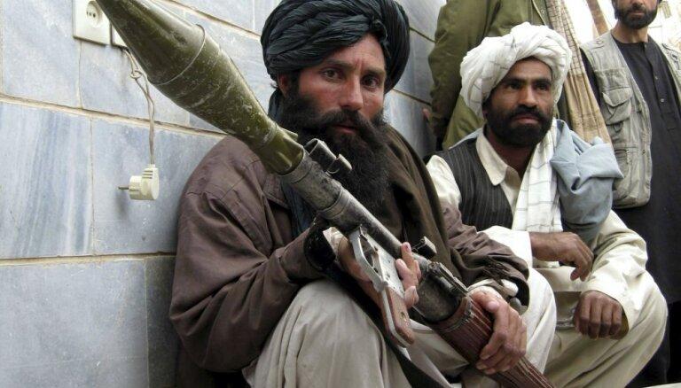 Afganistāna kļūs par izstumto, ja 'Taliban' ar spēku pārņems varu, teic Blinkens