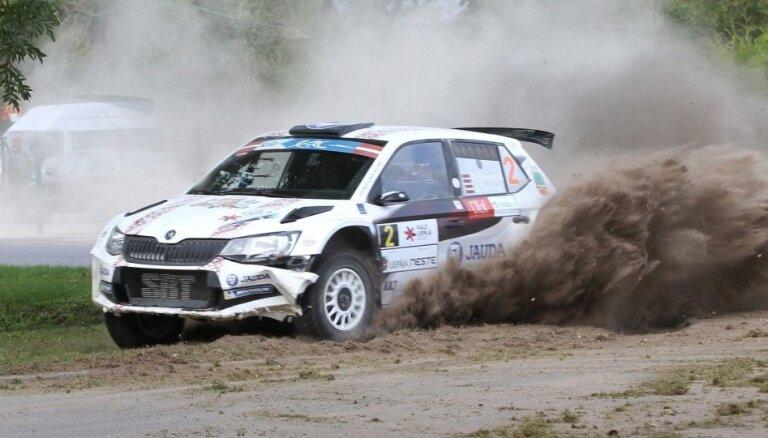 Foto: Eiropas un Latvijas rallija ekipāžas cīnās 'Rally Liepāja' ātrumposmos