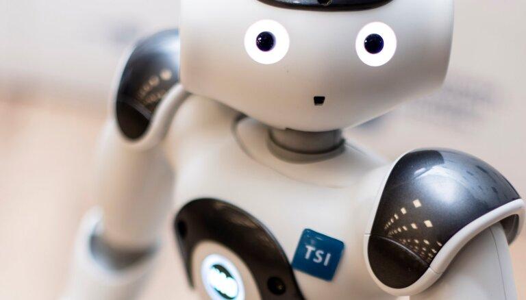 Cilvēkam līdzīgais robots NAO: drauds vai palīgs?