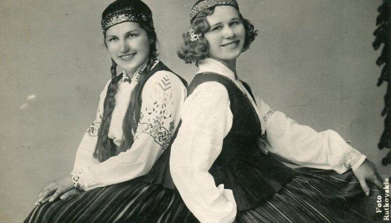Foto no 'Gadsimta albuma': Krāšņi latviešu tautastērpi dažādos laikos
