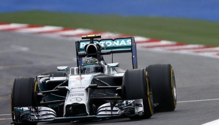 Rosbergs uzvar Brazīlijā, uz pjedestāla arī Hamiltons un Masa