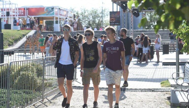 Foto: Liepājā norisinās 'Summer Sound' pludmales ballīte