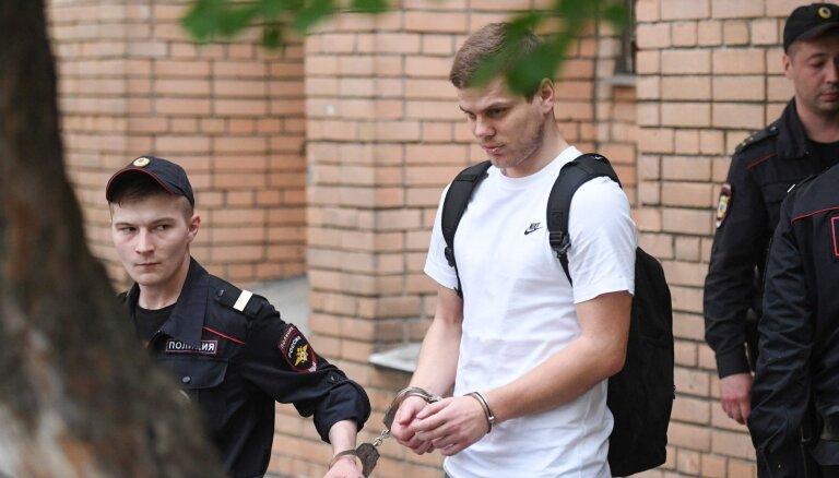 Кокорина и Мамаева отправили в привилегированную колонию с футбольным полем