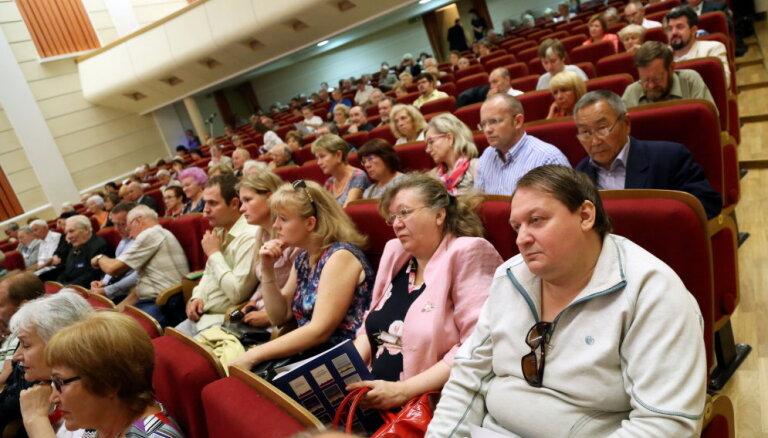 Krievijas domes deputāts Rīgā mudina tautiešus piedalīties Krievijas domes vēlēšanās
