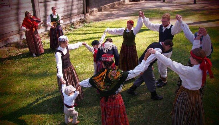 Jūgendstila muzejā Lieldienas ieskandinās ar deju folkloras kopu 'Dandari'