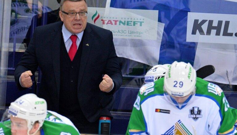 """ФОТО: Хоккеисты """"Салавата"""" накануне игры плей-офф основательно """"накачались"""" пивом"""