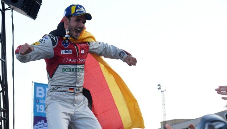 Krāpšanās virtuālajās sacensībās autosportistam maksā vietu 'Formula E' komandā