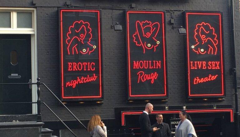 Власти Амстердама перестанут пускать экскурсии в квартал красных фонарей с 2020 года