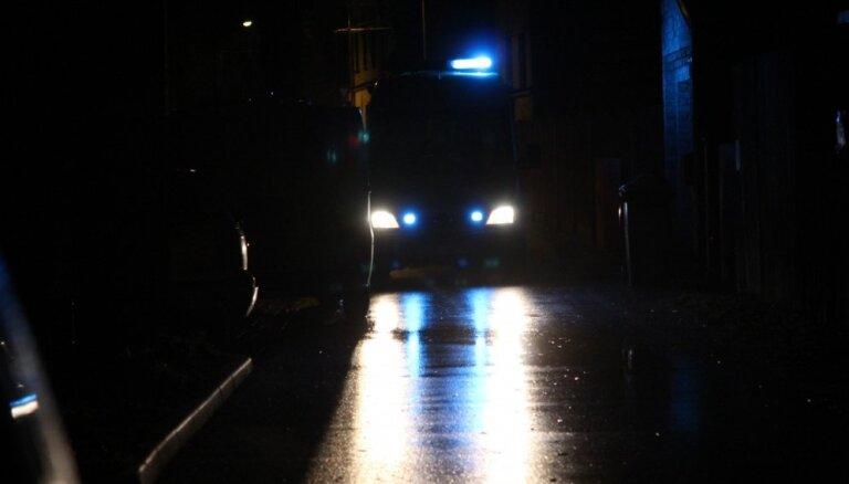 Пурвциемс: пьяный польский гастарбайтер устроил дебош и пытался вломиться в квартиру