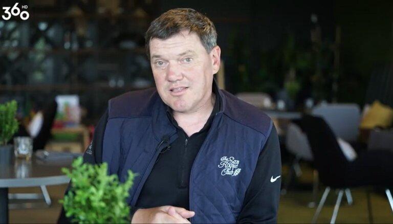 Puče mudina lasīt starp rindām – Karsums valkā Rīgas 'Dinamo' cepuri