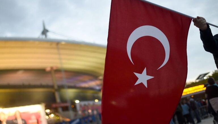 Turcija veic uzlidojumus kurdu nemiernieku bāzēm Irākā