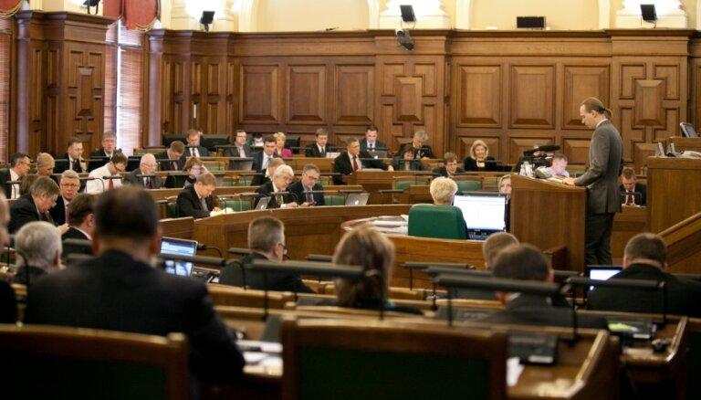 Čaklā deputāta mandātu 'manto' Liene Liepiņa; Lāčplēša vietā nāk Plavinska