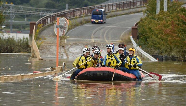 """Тайфун """"Хагибис"""": больше 100 тысяч человек участвуют в спасательных работах"""