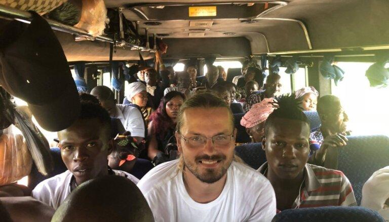 Asiņaini moskītu kodumi, nežēlīgi bandīti un citi pārbaudījumi. Kā ceļotājam no Latvijas gāja Rietumāfrikā
