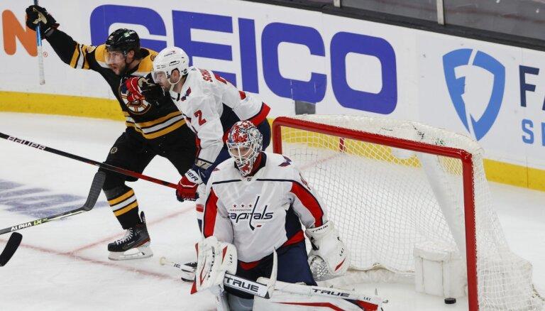 'Bruins' otrajā papildlaikā izmanto vārtsarga kļūdu un izcīna uzvaru
